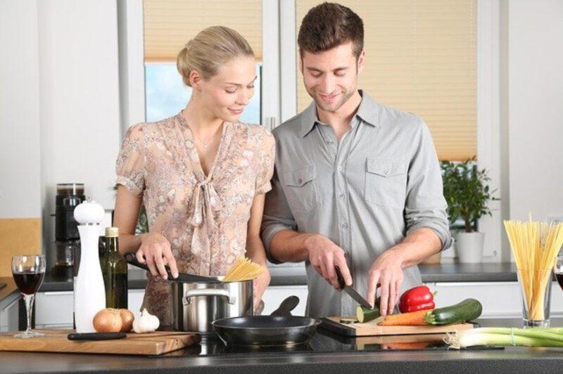Mężczyźni w kuchni