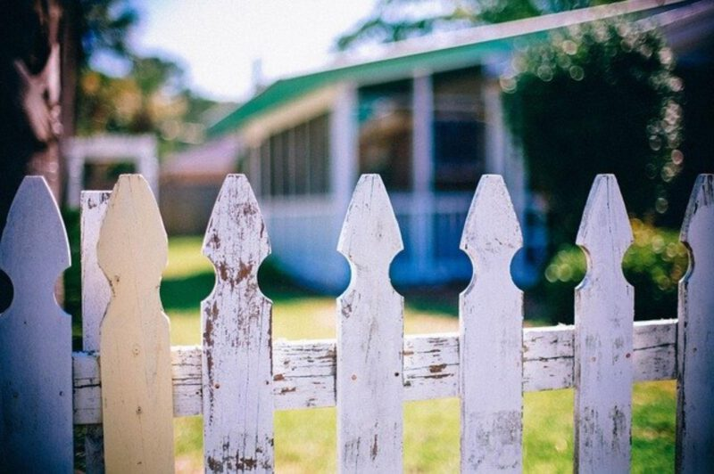 Uciążliwy sąsiad – co można poradzić
